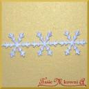 Aplikacje śnieżynki duże białe 2,3cm/0,5mb