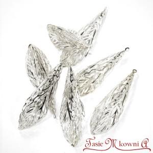 Liście duże srebrne PUDEŁKO - metalowe zawieszki ozdobne 6,5cm/12szt.