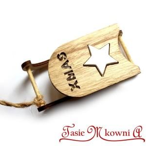 Drewniane sanki X-mas z białą gwiazdką 14cm