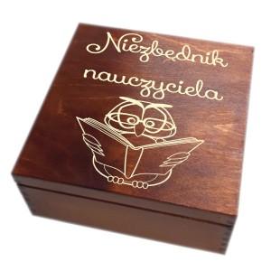 Drewniana szkatułka z grawerem dla nauczyciela, wzór nr 1, ciemna lakier