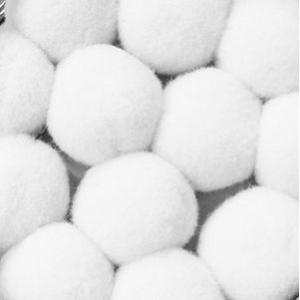 Pompony 20mm białe 100szt